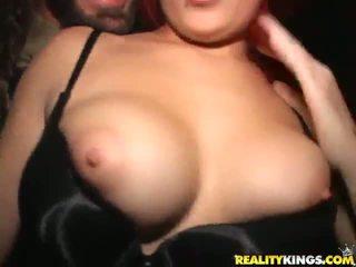 Kinky blondes geven mooi delight naar een gelukkig man