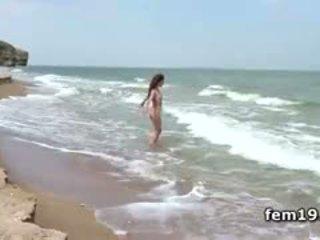 Agatha d teasing kanya Mainit puke sa ang river