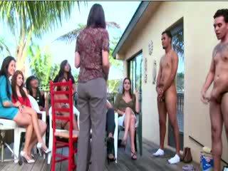 सीफएनएम guy gives गर्ल एक ऱिम्जोब में सामने की आमेचर audience