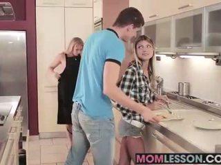 Gina sees dia ibu tiri mengisap dia bf dan teaches dia sebuah lesson