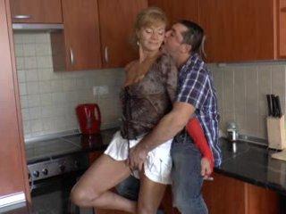 Волохата німецька бабця loves анал - r9
