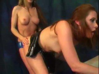 Alexandra sutera dan dia seksi bokong teman nikmati sebuah sedikit dari strap di kontol tindakan