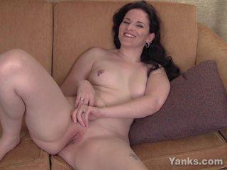 Pierced caroline masturbācija, bezmaksas yanks porno fa
