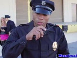 Rondborstig lez politie station seks met nikki benz