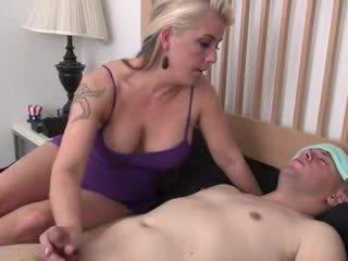 Step-mom helps ป่วย step-son