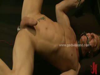 Seksuālā gejs puika spanked un licked pirms getting fucked uz rupjības sado maso ekstrēms sekss