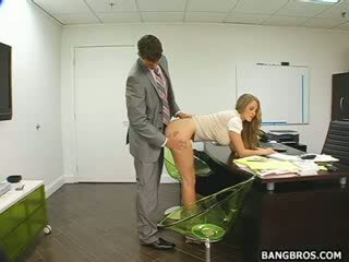 Dlouho haired blond seducing ji šéf