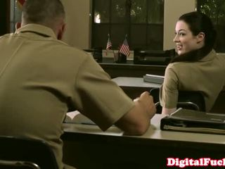 Kecil mungil militer babe stoya kantor demands oral dari privat