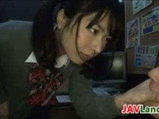 Japans schoolmeisje wants haar leraar