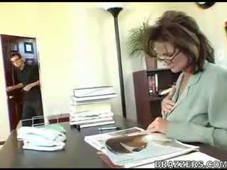 Бос teasing employe !