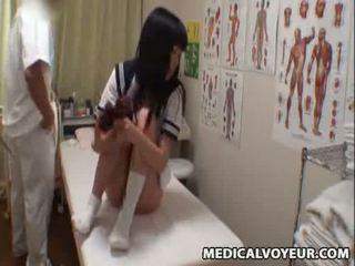 Spycam écolière climax massage 3
