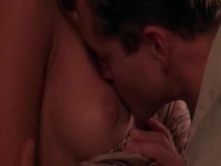Darksome eņģelis zvaigzne jessica alba izgatavošana ārā ar a male līdz viņš pulls uz leju viņai līdz kiss viņai breast. mēs tad redzēt viņiem iekšā ottoman having sekss. iekšā cits sniegums jessica alba having the persona
