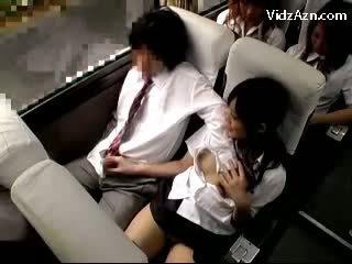 Scolarita labareala de pe guys pula pe the schools autobus excursie