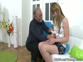 Sonra sveta's kürk var been pleasured, onu büyük adam goes için manyetikler sveta's çıplak ve yüksek topuklar seçki.
