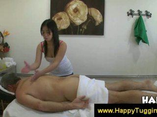תאילנדי masseuse fucks הלקוח ו - גורם שלו זרע