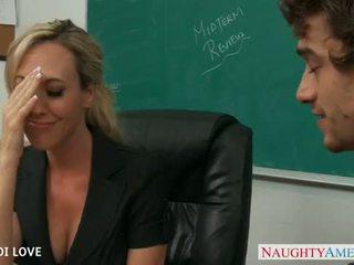 Blond lehrer brandi liebe reiten schwanz im klassenzimmer