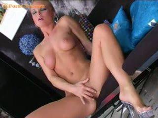 Silvia saint masturbates ด้วย เธอ ใหม่ จู๋ปลอม