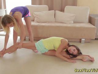 灵活 girlfriends stretching, 自由 高清晰度 色情 36