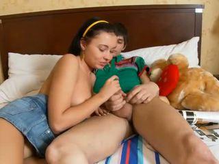 Mooi chick needs pleasuring voor haar geil kut