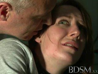 Bdsm: mlada najstnice tortured s master beli