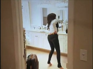 Kim kardashian flashes hänen oustanding koekäytössä ja pullea peräaukko kun taas sisään sohva