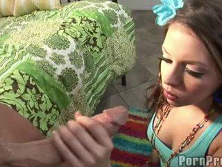 Wang fare il pieno floozy missy pietra receives suo bocca spooned fuori da un destructive ramdong