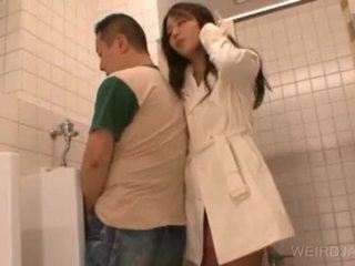 Bitchy aasia teismeline gives suhuvõtmine sisse avalik
