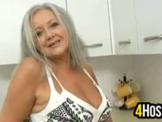 veľké prsia, babička, sólo