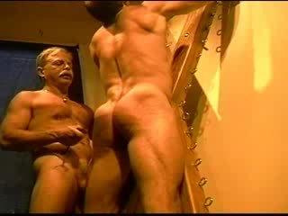 Uriaș bodybuilder's muscle fund gets an fund whuppin' ca numai eu putea da ea. clip 3