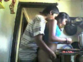 Indieši studens backdoor sekss uz the virtuve