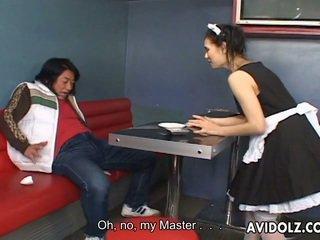 Maria ozawa еротичен kiss в valet униформа