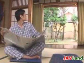 সেক্সি জাপানী গৃহিণী সঙ্গে বিশাল পাছা