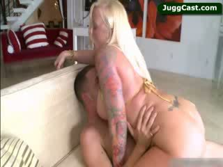Grande titty blondie anjo vain a montar shaft