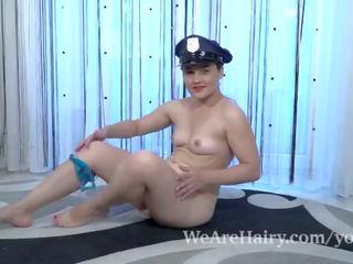 Sanita wears 她的 警察 制服 和 masturbates