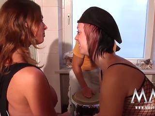 Mmv filmas seksuālā krūtainas babes uz the bathtub