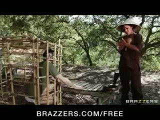 Nggumunke asia brunette london keyes teases her prisoner