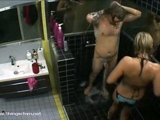 Somi meitene uz bikini soaps augšup kails boyfriend
