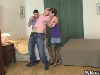 Lui wakes su e finds suo ragazza tradire