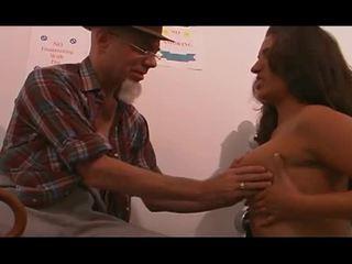 Mlada medicinska sestra zajebal s old man