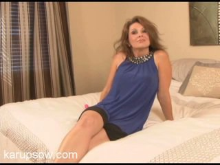 Middle Old Mamasita Raquel Teases Her Love Button Involving A Vibrator.