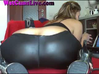 Seksi rambut coklat webcam gadis anal penis buatan
