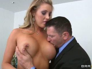 čerstvý veľké prsia, plný titty fuck, hlboko v krku