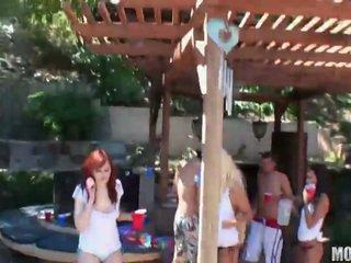בנות לשחק סקס משחק מקדים מזיין משחק מקדים זוג על ידי pair