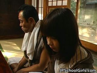 Haru sakuragi 亚洲人 女学生 has 性别