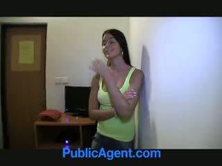 Publicagent agata 令人驚嘆 foxy blue eyed 褐髮女郎