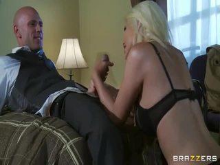 Percuma besar tit si rambut perang dalam liar seks tindakan