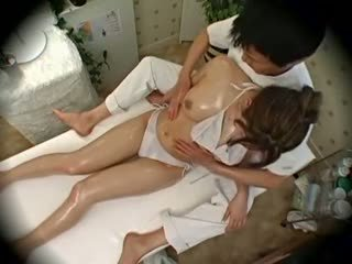 Spycam mode modell seduced av masseur 1