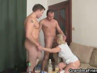 alle oud, grootmoeder neuken, controleren oma