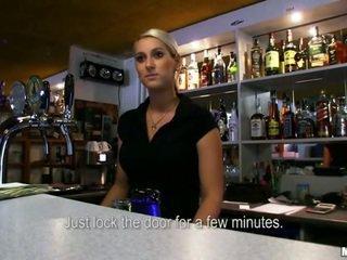 Bartender lenka banged voor sommige geld