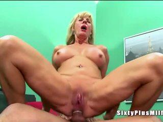 Anál sex pre blondýna nadržané babka